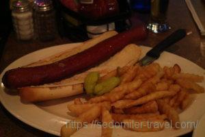 ホットドッグ、正式名はVienna All Beef ½ Lb. Foot Long Hot Dog